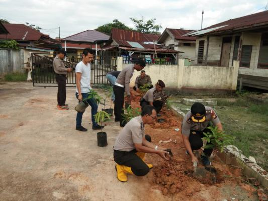 Kapolsek Bangko Sasli Rais Pimpin Penanaman 100 Batang Pohon