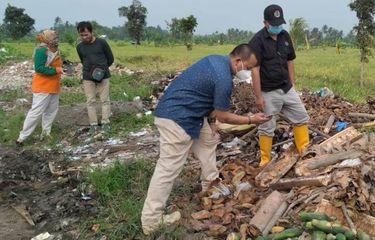 Pembuangan Limbah Pabrik di Jalanan Cianjur Berpotensi Mencemari DAS Citarum