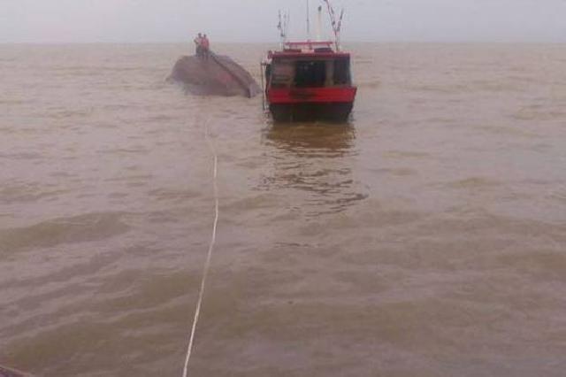 Kapal Laut Bermuatan Material Bangunan dan Beras Tenggelam