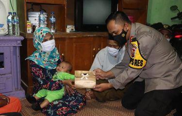 Jokowi Kirimkan Uang ke Istri Terduga Teroris di Sukabumi yang Kesulitan Bayar Utang Bank